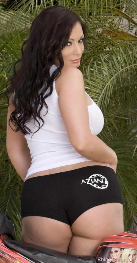 aria_giovanni_booty_shorts